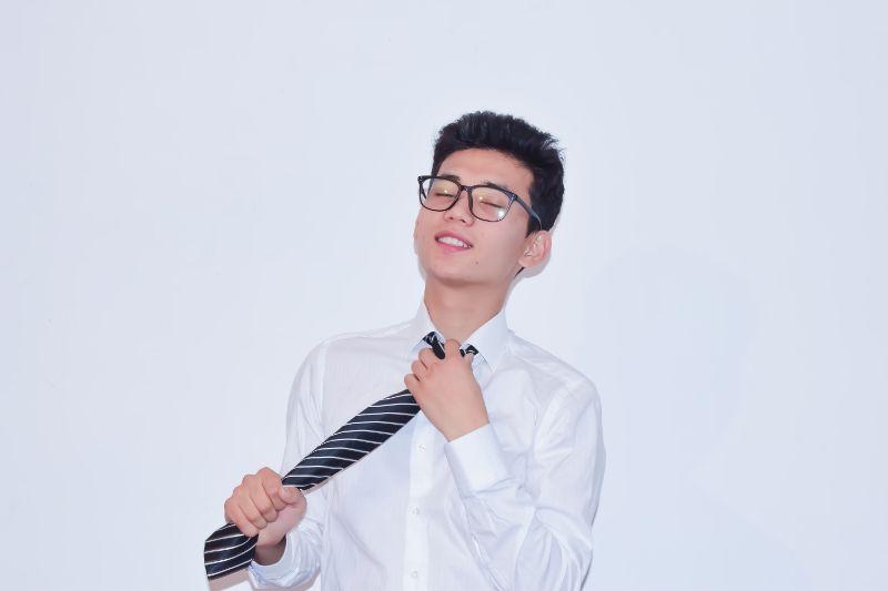 ネクタイ,私服,ダサい