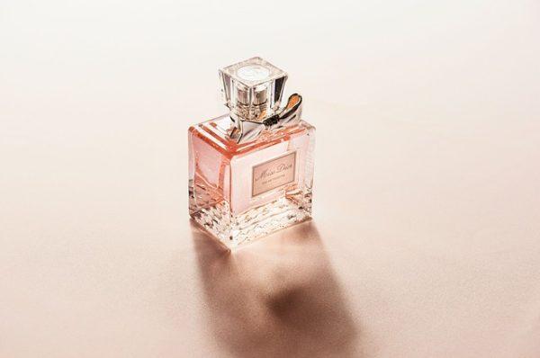 【バレる!?】安い香水の特徴・メリット・デメリット